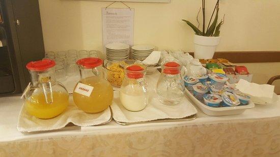 Dolomiti Hotel: Le buffet gratuit de l'hôtel !! La blague!!