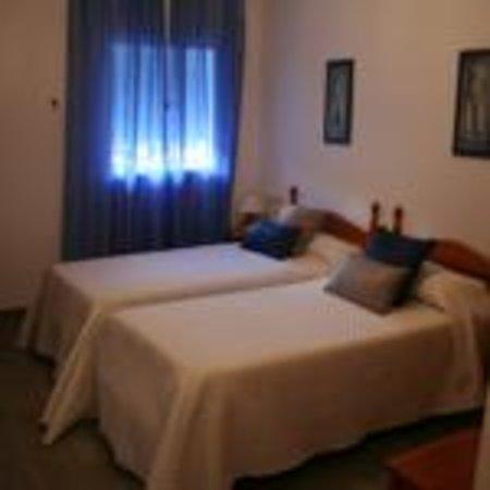 Hotel Nuro: Habitación estándar de dos camas (planta baja)