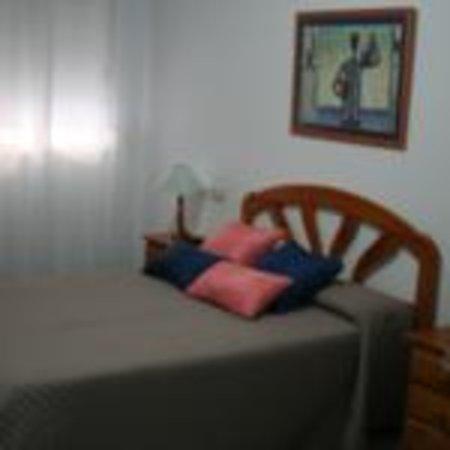 Hotel Nuro: Habitación estándar cama de matrimonio (planta baja)