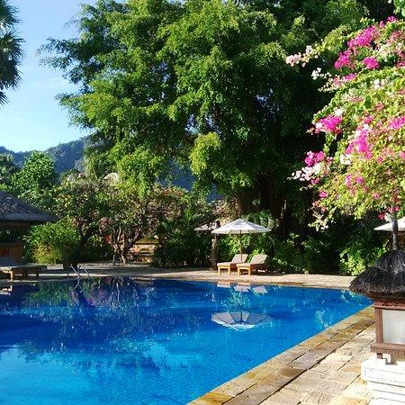 Matahari Beach Resort & Spa Photo