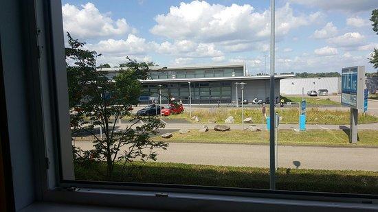 Rheinmuenster, เยอรมนี: Delante del aeropuerto