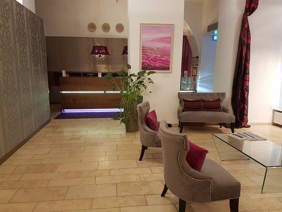 Pertschy Palais Hotel: Hall d'entrée agréable.