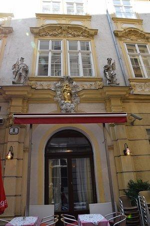 Pertschy Palais Hotel: Belle façade de l'hôtel.