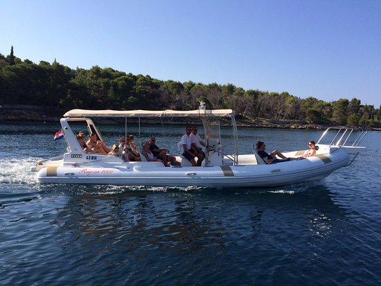 Brac Excursions: Speedboat / rib Ragusa 1000 heading out of Milna bay, on its way to a one day excursion.