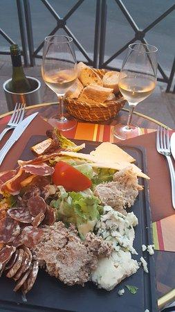 Au Petit Suisse: Charcuterie
