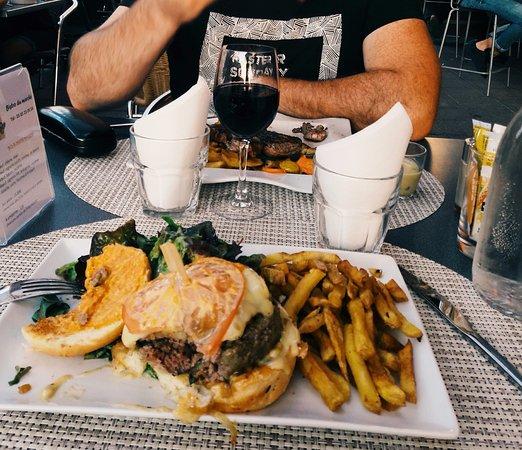 Bistrot du Marche: Hamburger frites, une tuerie!