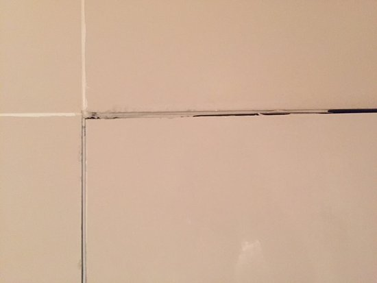 ‪‪O on Kloof Boutique Hotel & Spa‬: The unsightly tiles in the shower of the bathroom‬