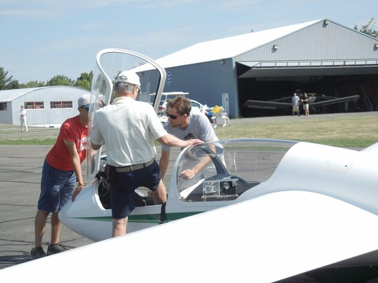 Harris Hill Soaring Center: Steve Smith steps into his front seat