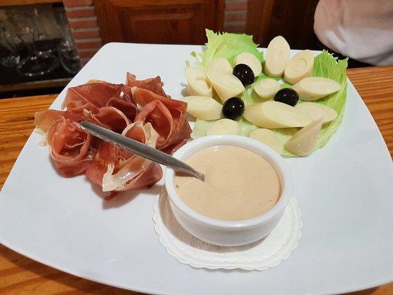 Pueblo Nuevo de Guadiaro, Spanien: Jamón con palmitos y buena carne!!