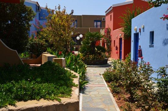 Hotel Marina Sands: Stuk tuin tussen blokken kamers