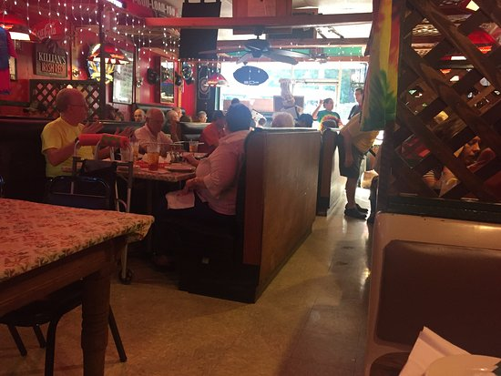 Columbus, NC: cluttered but good pizza!