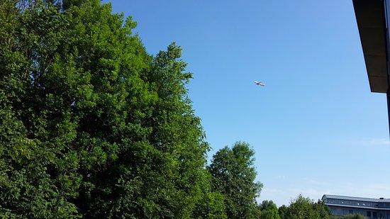 Hallbergmoos, Almanya: Blick aus dem Fenster