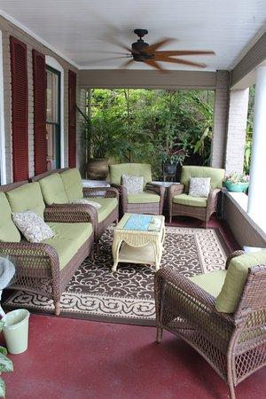 Inn On Charlotte: Front Porch