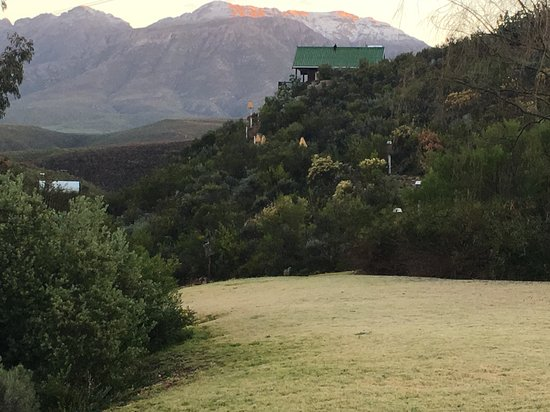 Uniondale, Afrika Selatan: A winters morning looking out from the lodge