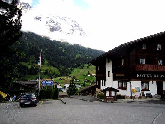 Glacier Hotel Restaurant : アイガーが目の前。この日は雨上がりでした。