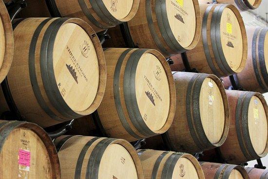 Three Choirs Vineyard : Wine barrels
