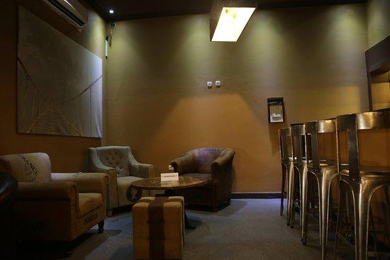 Bar Bar: Interior 4