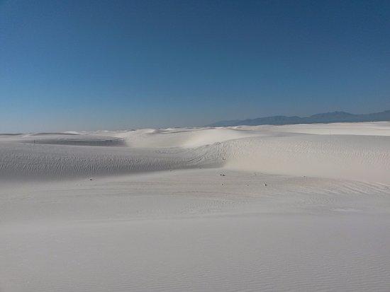 Alkali Flat Trail: Sea of white sand!