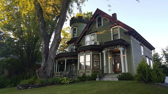 Maplecroft Bed And Breakfast: 20160809_192446_large.jpg