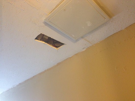 Brook Park, OH : Hole in the ceiling