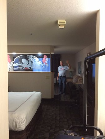 Shilo Inn Suites Hotel - Portland Airport: enormous rooms - taken from doorway