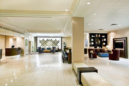 Sheraton Suites Country Club Plaza: Lobby