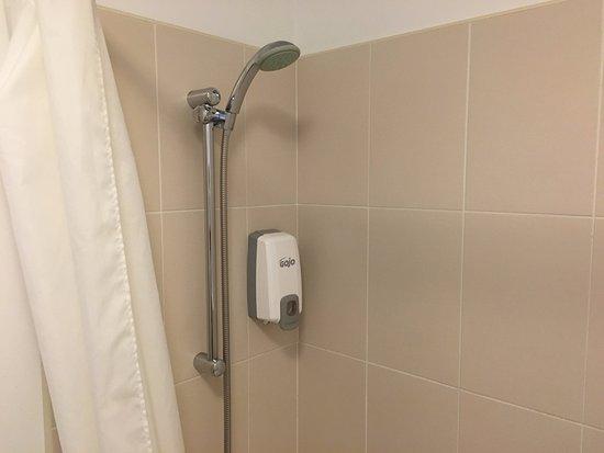 Glendarragh Valley Inn: Water Pressure Shower