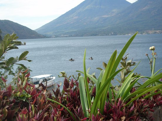 Terrazas del Lago: View from the lakefront road