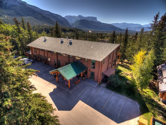 Overlander Mountain Lodge: Aerial View