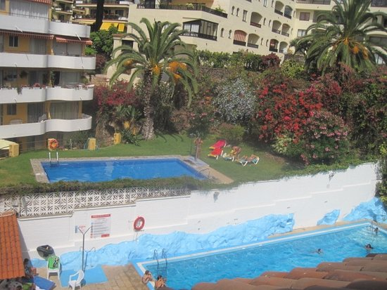 Apartamentos Pez Azul: what we could see from our balcony the pool area