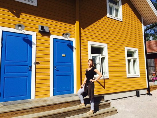 Нагу, Финляндия: Helena in front of Room n° 1, 2 (the blue door) and windows of room n° 3