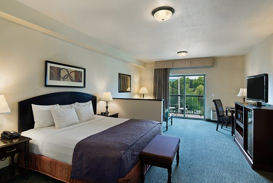 Oxford Suites Downtown Spokane: River View Studio King Suite
