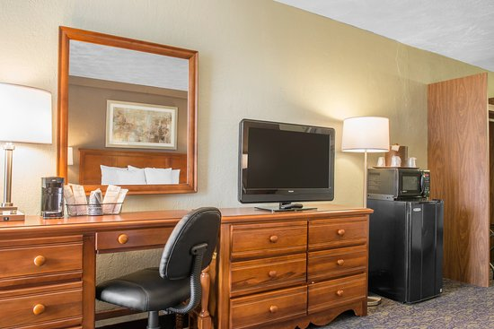 Quality Inn University Center: King Room