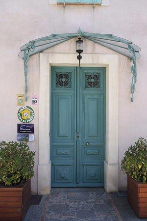 Talairan, France: Porte d'entrée