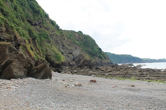 Combe Martin, UK: View along the shore line