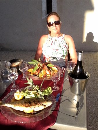 Allemans, France: Sea bream and salad gambas a lorange