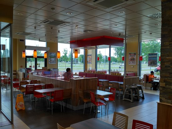 Un'altra vista dell'interno del Burger King di Settimo Torinese.