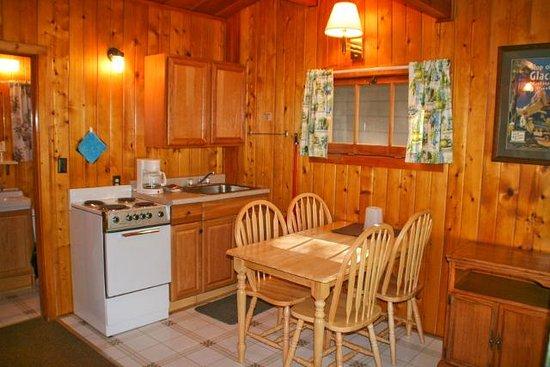 Apgar Village Lodge: Cabin Dining Area