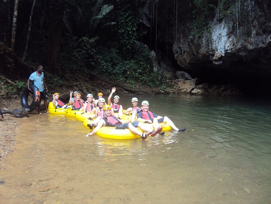 Ladyville, เบลีซ: Having a blast at the most popular activity on the mainland cave tubing