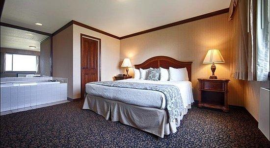 Sandpoint, ID: King-Suite, Bedroom Area