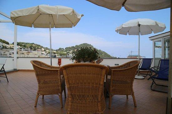 Guest House La Piazzetta: solarium
