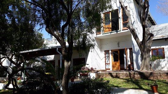 The Bushbaby Inn: Blick vom Garten auf das Bushbaby Inn