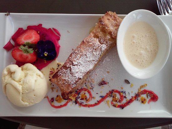 Alpenrose am See : Homemade Apfel Strudel With Vanilla Sauce and Vanilla Ice Cream