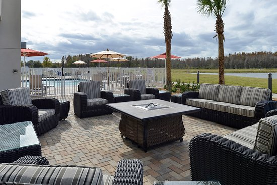 Trinity, FL: Outdoor Pool on Lake