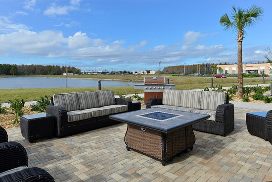 Trinity, FL: Patio with Grill & Fire Pit