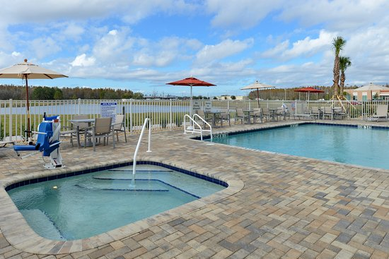 Trinity, FL: Pool & Hot Tub On Lake