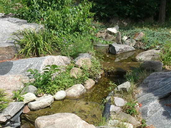 The Best Western Plus Perth Parkside Inn & Spa: A small stream wanders along the front of the property