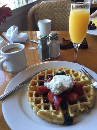 La Playa Carmel: Made on the spot waffles with fresh fruit: a lovely breakfast.