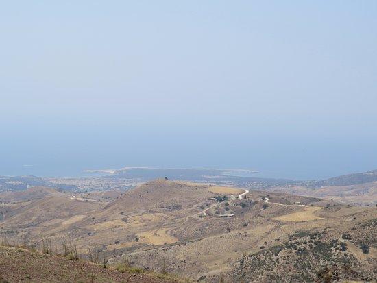 Lara, Кипр: Schon von weitem gut zu erkennen: Die beiden Buchten, getrennt von einem Felsvorsprung