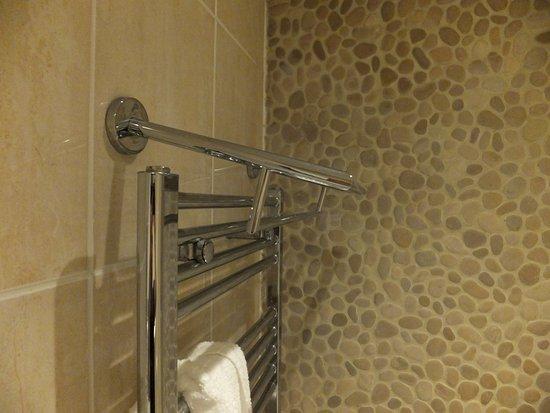 Cranbrook, UK: Towels slip off.